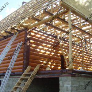 Сруб дома 5 на 6 с открытой верандой и ломаной мансардой