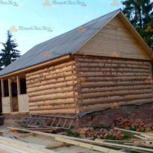 Сруб бани 6 на 6 с верандой и двускатной крышей
