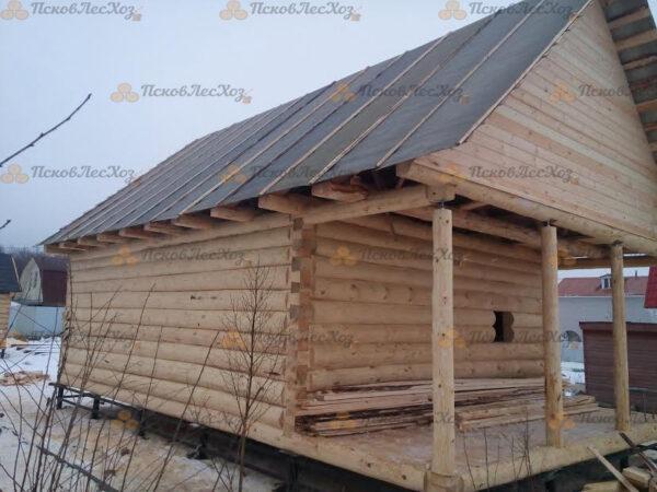 Сруб бани 6 на 8 с верандой и двускатной крышей