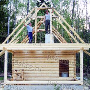 Сруб бани 5 на 5 с верандой и двускатной крышей